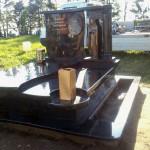 Елітний пам'ятник з лабладориту.Колона