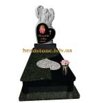 Гранітний пам'ятник на могилу з ангелом і серцем на могилу