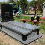 динарний пам'ятник з покостівського граніту та габро